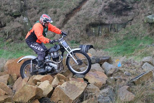 Lee Granby man handles his Ariel 500 over therocks at Mamchester 17 MCC Boxing Day Trial