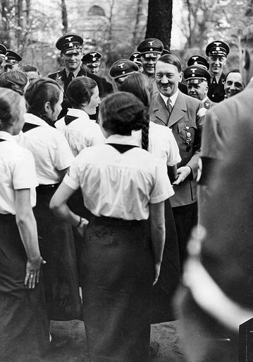 Goebbels, Hitler and SS converse with BDM girls