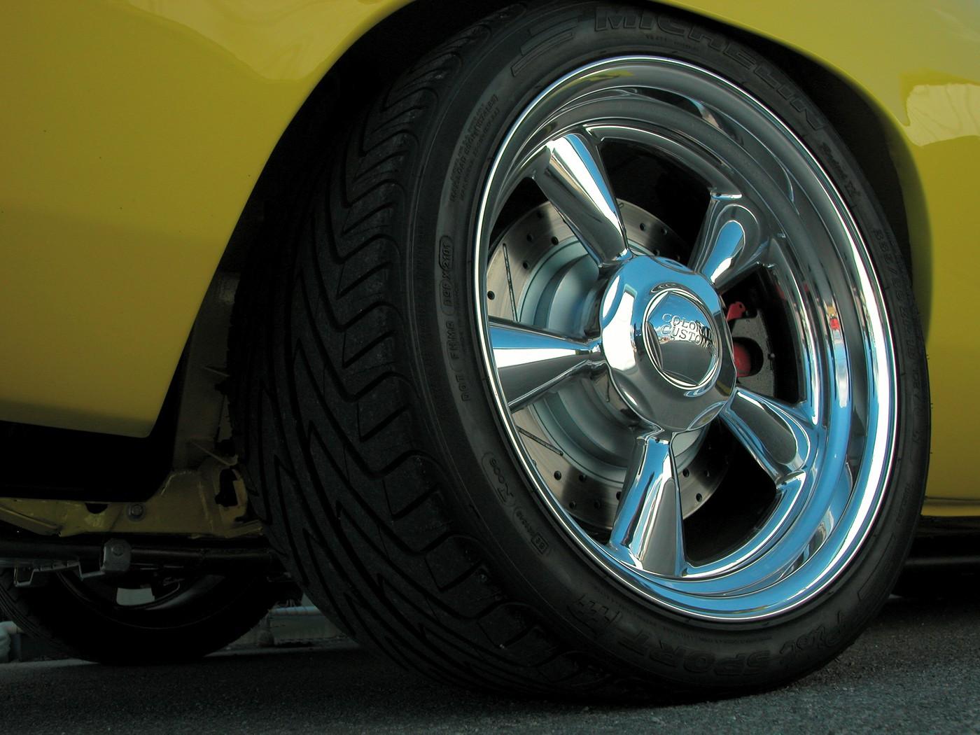 15 Rear wheel tire detail