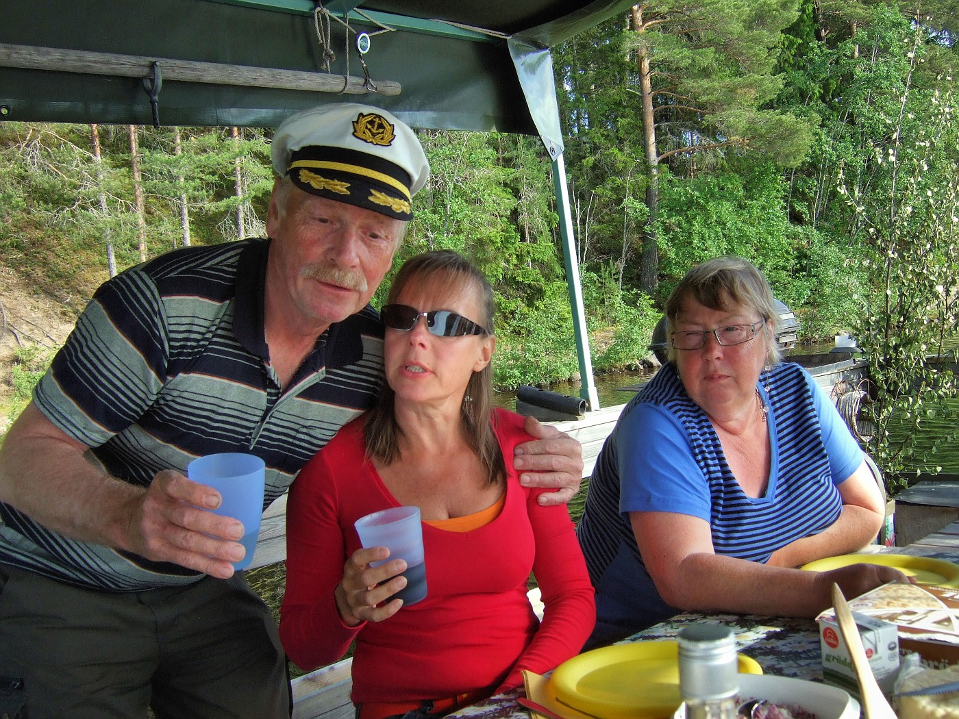 2010 06 29 08 Surströmming evening on Gudmund's raft.JPG